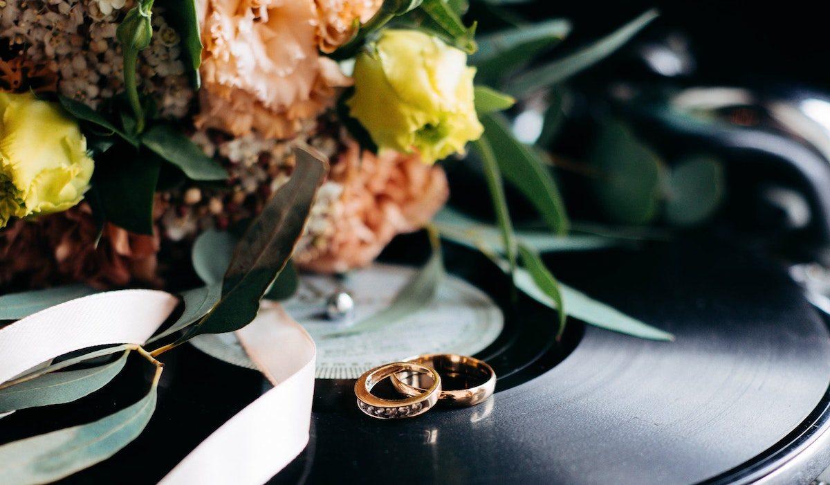 how-to-postpone-a-wedding1-1200x701.jpg